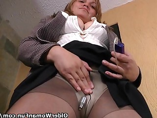 HD Hidden Cam Mammy Masturbation Mature MILF Nylon Office