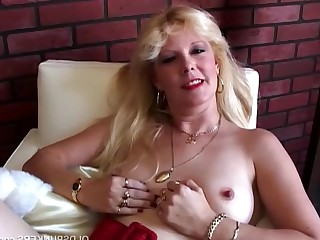 Blonde Close Up Dildo Fuck Mammy Masturbation MILF Natural